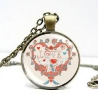 Bronzový náhrdelník s valentínskym motívom